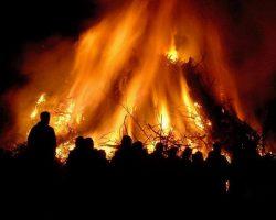 """Ngày lễ """"ngọn lửa phù thủy"""" Hexenfeuer ở Đức"""