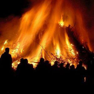 """Tìm hiểu ngày lễ """"ngọn lửa phù thủy"""" Hexenfeuer ở Đức"""